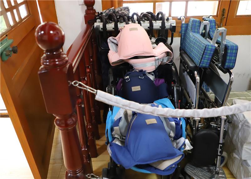雨伞轮椅_副本.jpg